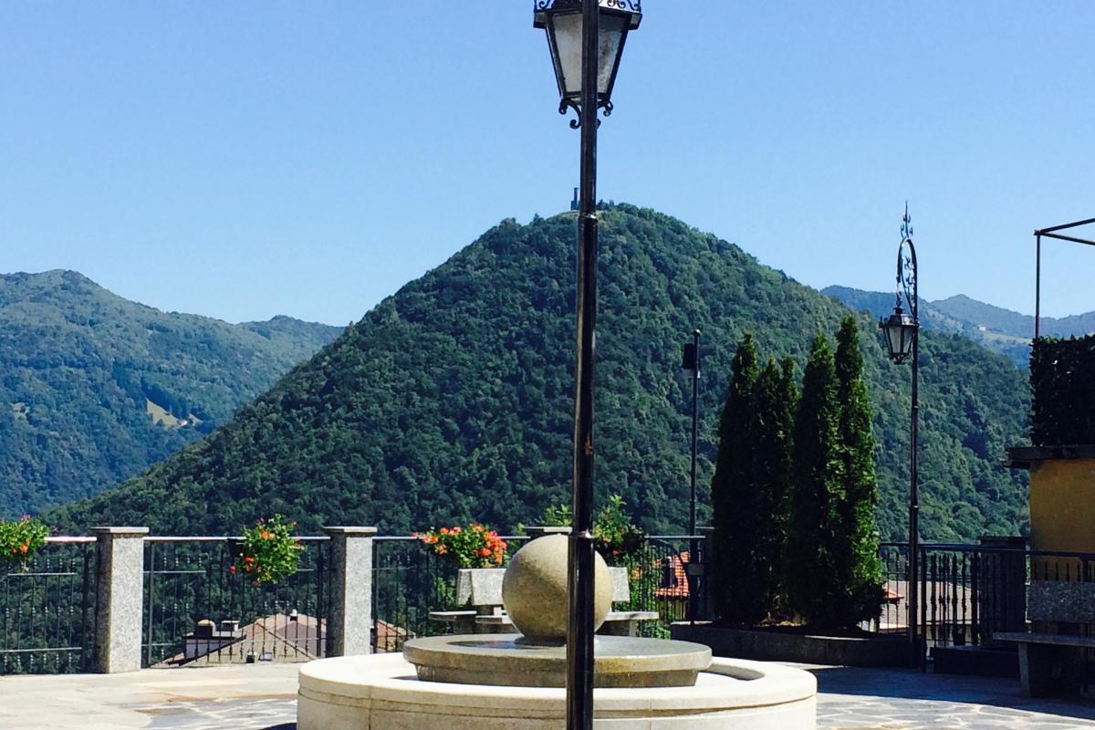 piazza di Casasco Intelvi