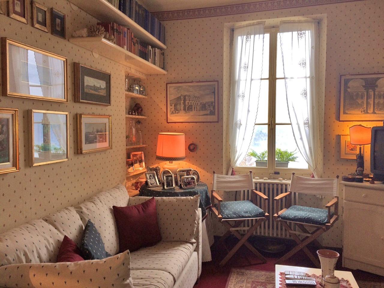 Livingroom with fireplace Casasco
