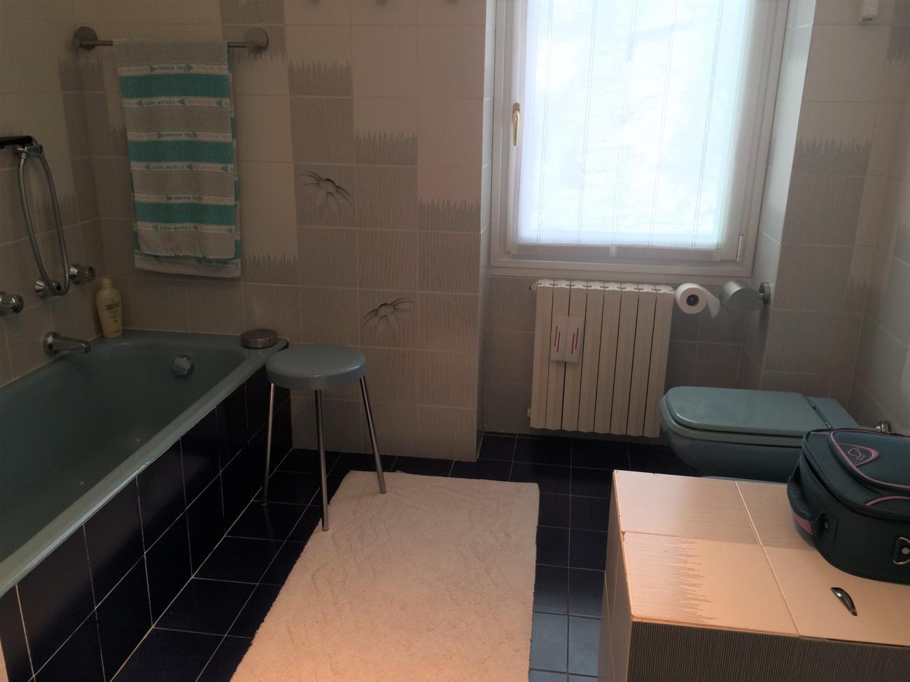 bagno villa di  Moltrasio con accesso pedonale