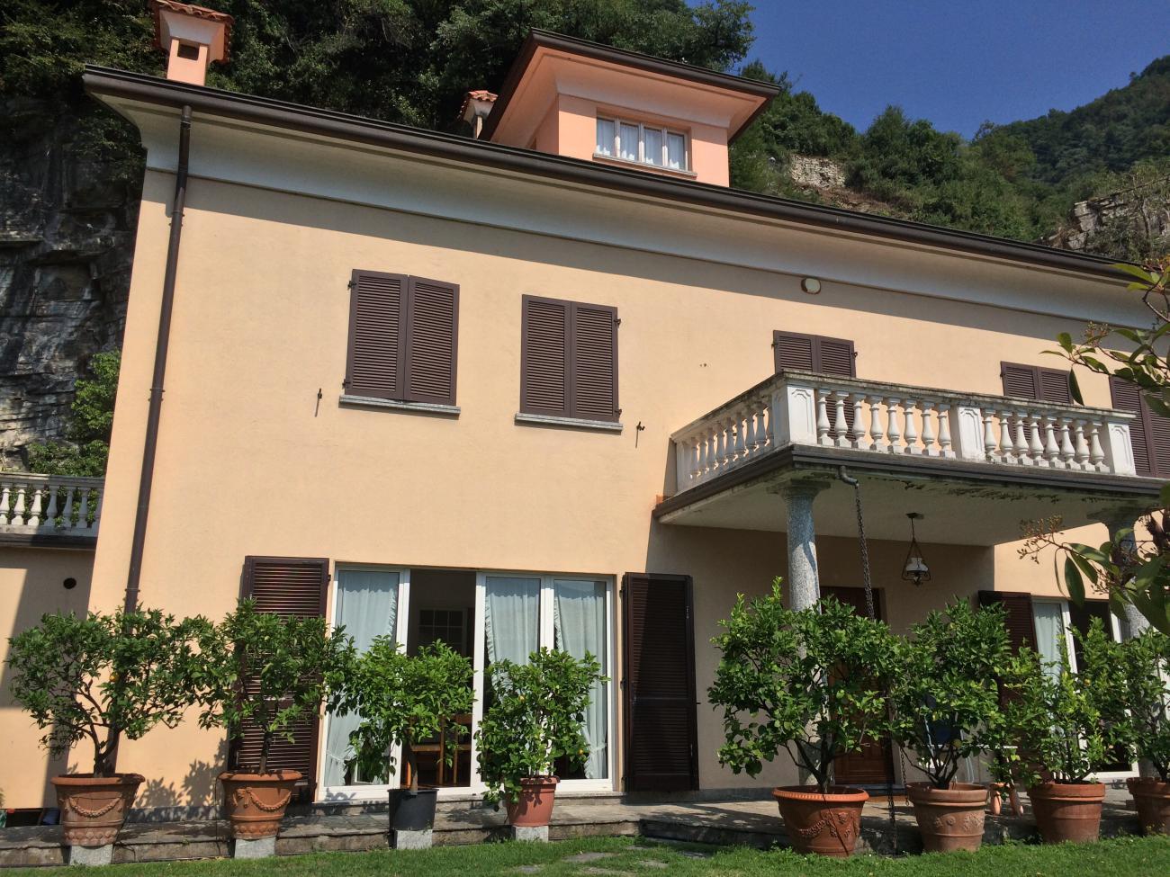 importante villa a Moltrasio