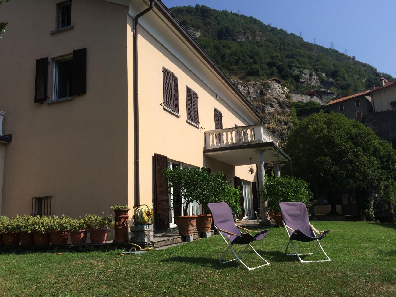Villa in Moltrasio con giardino e vista lago